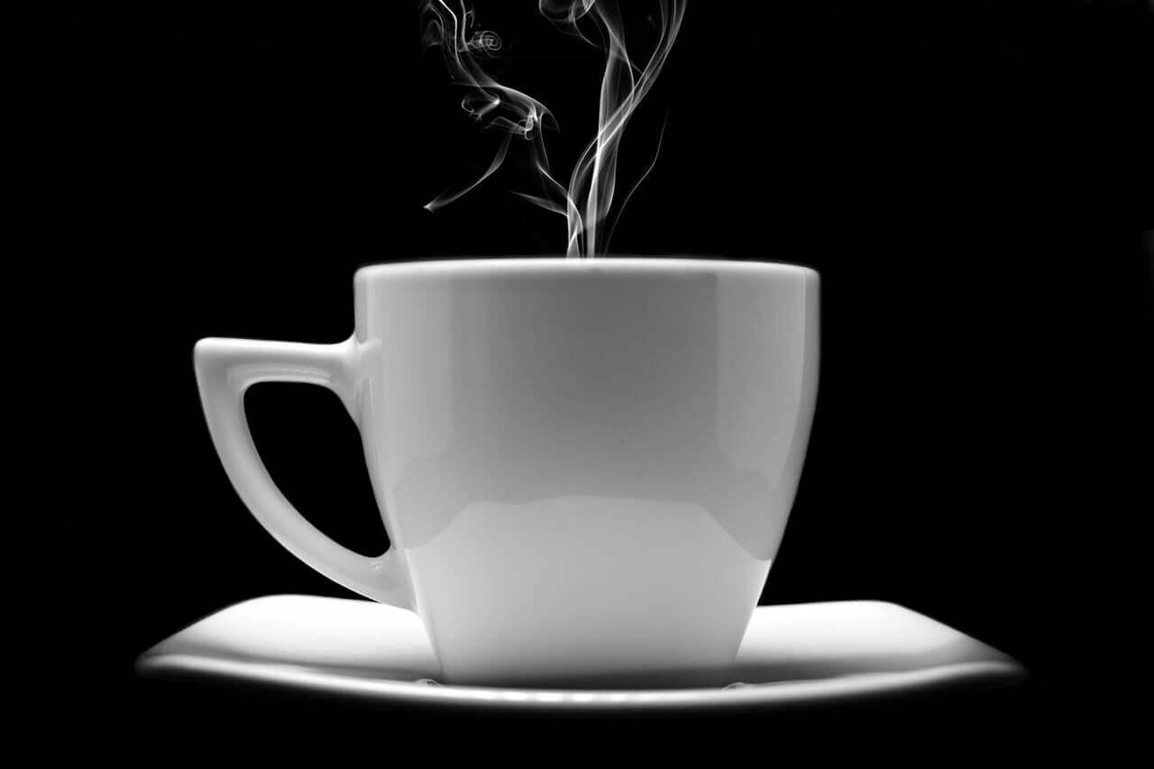 En kopp rykande kaffe