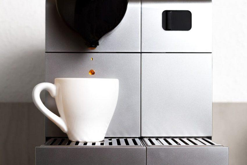 kaffekapslar används i en Nespresso maskin